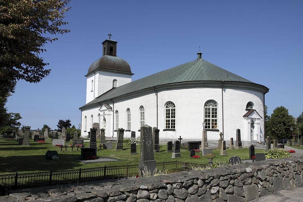 Värö kyrka i solsken